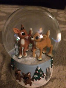 Rudolph The Red-Nosed Reindeer Snow Globe