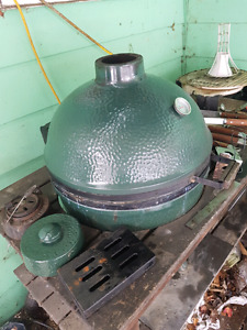 Large size big Green egg with many accessories and table