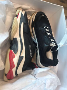 Balenciaga Triple S BRED MAN SIZES