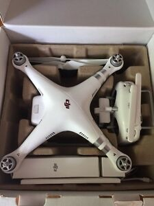 DRONE DJI-PHANTOM 3 ADVANCED 900$