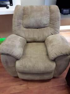 *** USED *** ASHLEY YELDON MOCHA RECLINER   S/N:51222068   #STORE214
