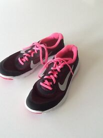 Nike Flex Experience RN4 Girls Trainers Size 5