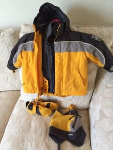 Enfant/kids size 3; Winter jacket with hat and gloves  West Island Greater Montréal image 1