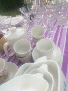 Various dining dishes and cup sets.