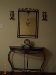 Table demi-lune et miroir