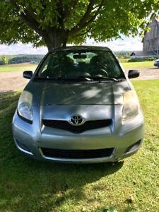 Toyota Yaris 2009 2 portes grise en parfait état mécanique