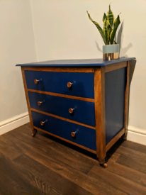 Vintage Solid Oak Chest of Drawers.