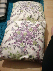 For sale 2 lilac flowers cusson s for lounge out side clean and well