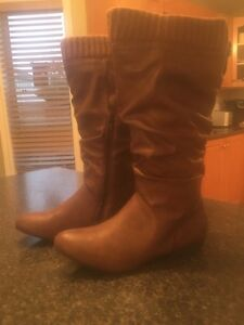 Woman's Leather Boots( Brand New)