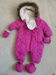 Babygirl snowsuit with removable mitts and booties