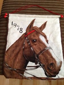 1978 horse tapestry cloth wall hanging