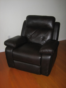 RECLINING CHAIR FOR SALE!!!