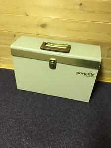 File Folder - Convenient, portable and versatile.