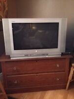 FLAT SCREEN TV - MOVING MUST SELL