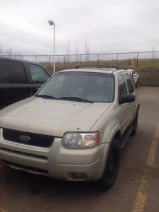 2004 Ford Escape limited awd/ 4x4 good condition.