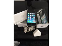 iPhone 4 in good condition comes with box and charger on EE or orange network