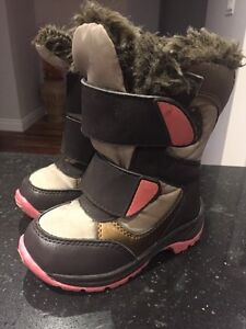 Snow Boots. Size 8