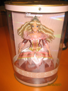 Princess Collectibles barbie dolls in case $25