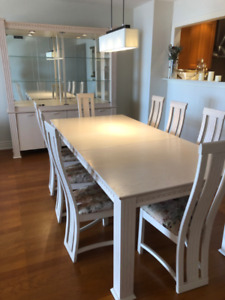 Beautiful Dining Room Table,  Buffet and Chairs and Pad