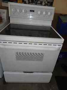 Frigidaire Glass Stove in Great Condition