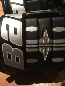BAUER AND SHERWOOD SENIOR HOCKEY GLOVES