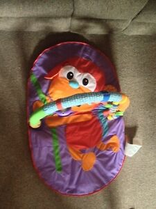 baby activity play mat in excellent condition  Cambridge Kitchener Area image 1