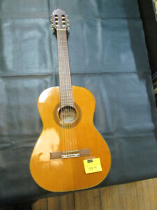 Saturn Classical Guitar w/ Gig Bag For Sale at Nearly New!