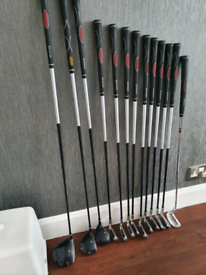 Beginners golf clubs, full set with bag. Right handed