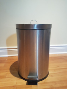 Poubelle ronde avec seau   Stainless Steel Can with Bucket