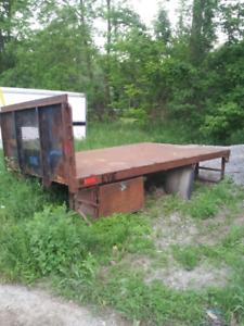Truck box flatbed