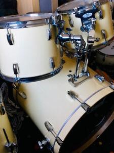Pearl Vision 9++ piece Drum Set