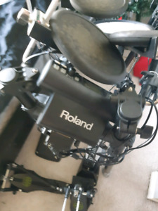 Roland TD-4 Electric Drums w/headphones