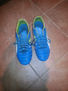 OFFICIAL LICENSED PUMA SOCCER CLEETS