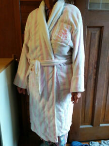ONE SIZE FITS ALL PINK BATHROBE