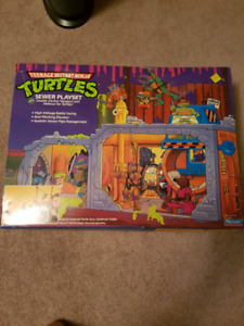 Teenage mutant ninja turtles sewer lair playset 100% complete