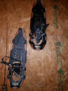 Mens Snowshoes (Like New Condition)