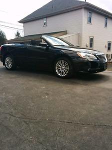 A vendre décapotable noir automatique Chrysler 200 2013