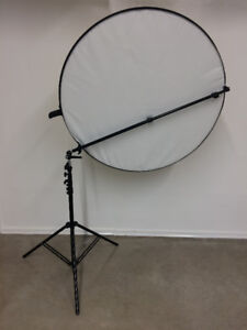 Reflector Kit with Reflector Bracket, Light Stand and Bag