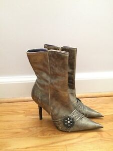 Gold distressed Steve Madden stiletto boots size 10