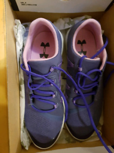 New NEVER WORN Under Armour size 6Y running shoes