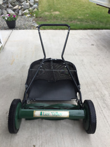 Lee Valley reel (push) mower with grass catcher
