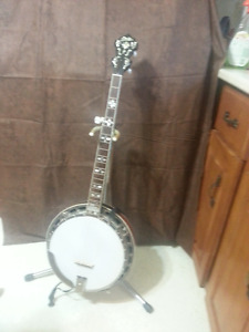 Gold Star 5-string Banjo and case