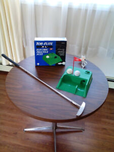 Electronic practice putt with putter.