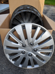 """Set of Universal 4 Wheel Covers, Size:16"""""""