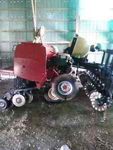 Case IH 5400 Seed Drill on Yetter cart. 15 ft packer
