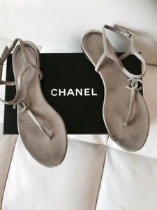 CHANEL Logo Nude Sandals/ Sandales en cuir Chanel US9-9.5