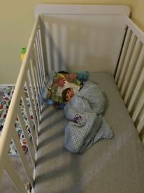Rialto mamas and papas cotbed/toddler bed and mattress