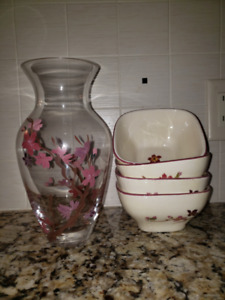 Hand painted Vase with 4 matching bowls & placemats