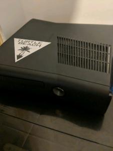 Xbox 360 + 6 jeux + 1 manette