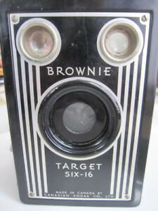 VINTAGE BROWNIE TARGET SIX-16 BOX CAMERA